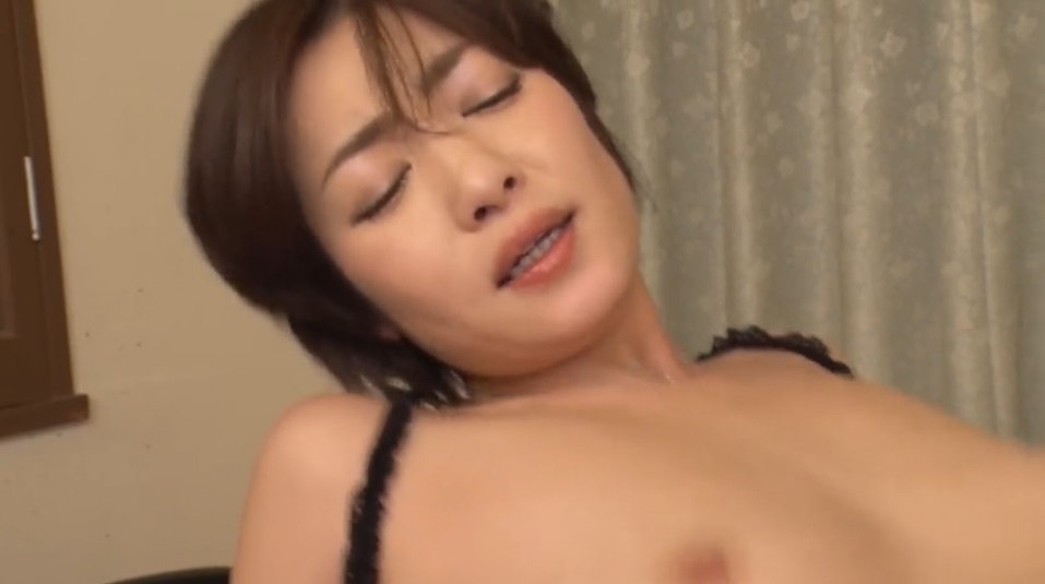 Bearing Her High Speed Handjob For Injection