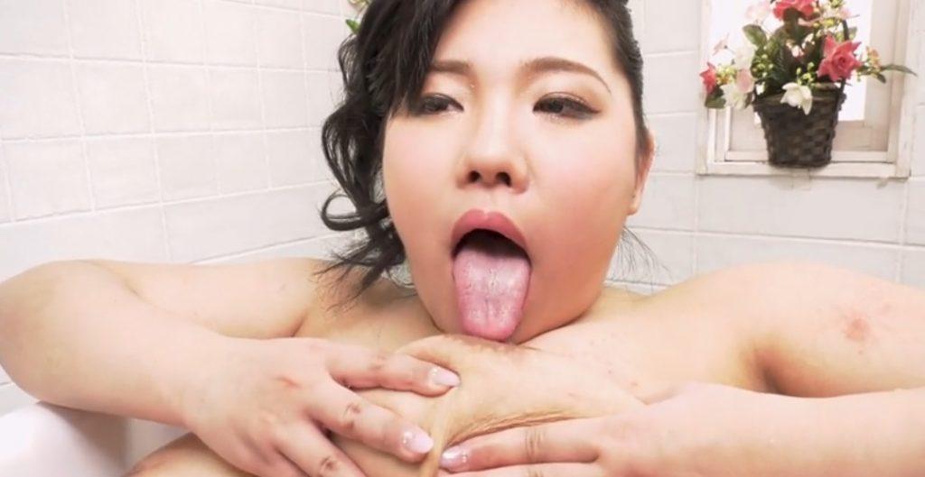 Rii Takasaki tits-job