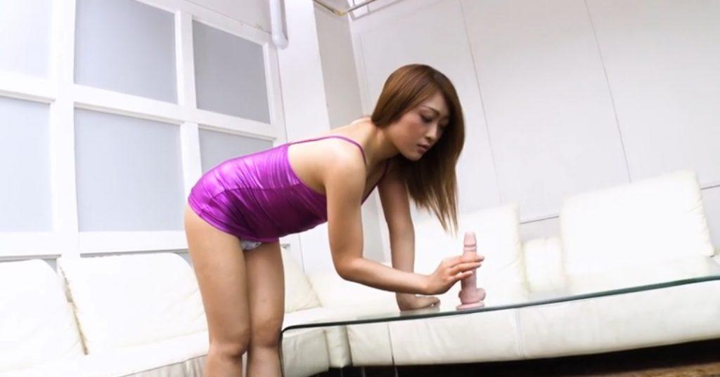 Reika Kudo takes hand-job to a dildo