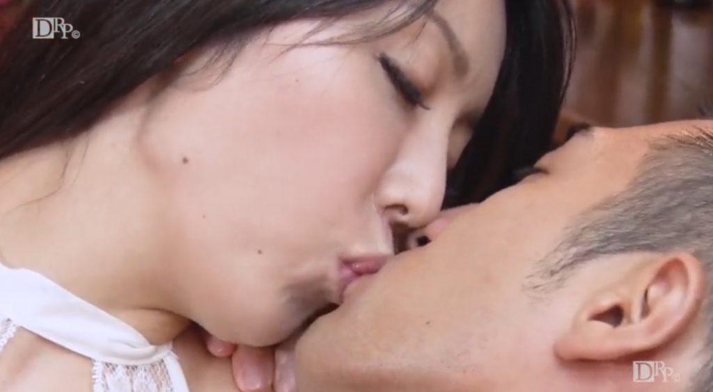 Azumi Nakama has kiss