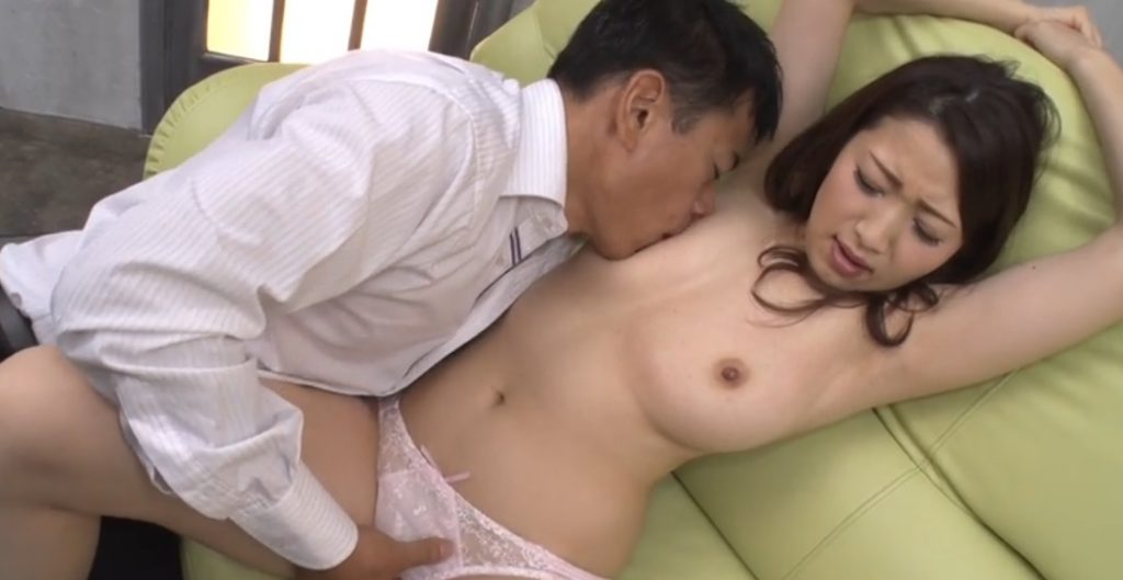 Akari Satsuki gets finger-job