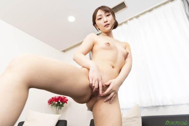 Reika Kudo shows her vagina inside